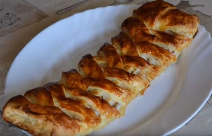 Рыбный пирог из слоёного теста