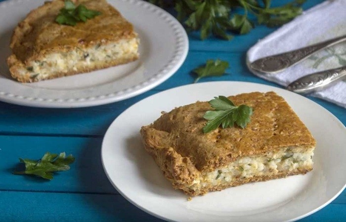 Пирог из консервированной рыбы с рисом
