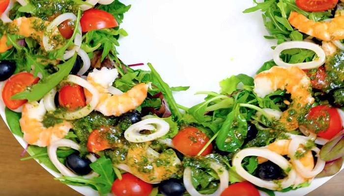 Салат Бриз с креветками и кальмаром
