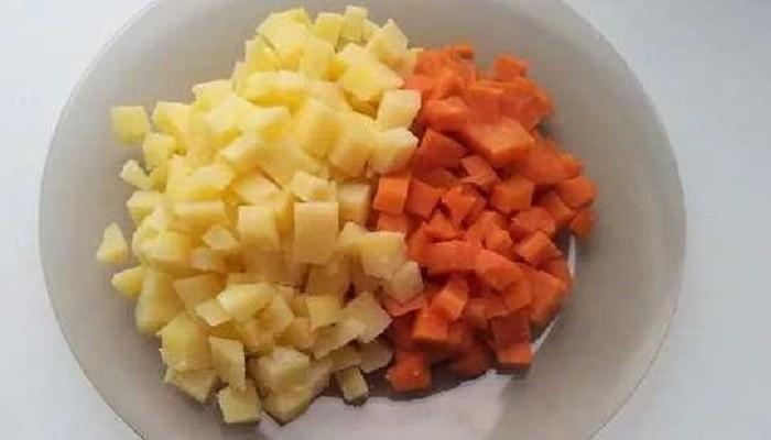 картофель и морковь кубиками