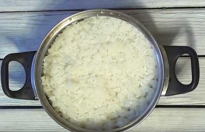 варим рис в кастрюле
