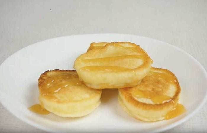 Оладьи на кефире без дрожжей с яйцами на соде