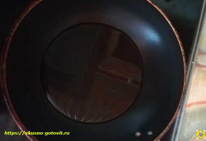 разогреваем масло в сковороде