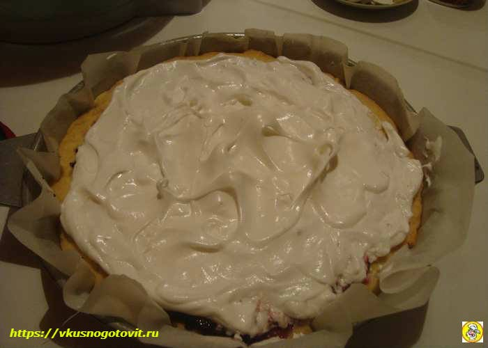 выкладываем безе на пирог