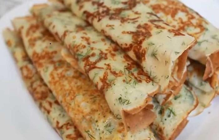 Простые и вкусные сырные блины с зеленью