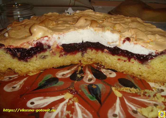 Пирог с варенье из песочного теста