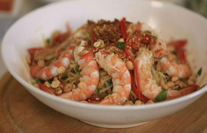 Салат с креветками по-тайски