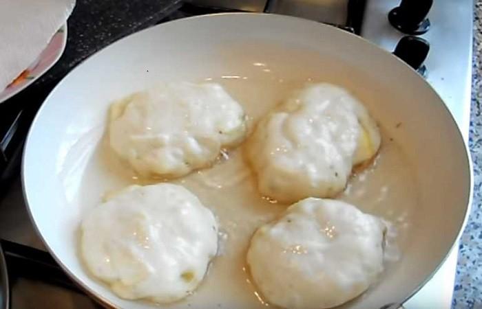 Пышные оладьи на дрожжах и воде, вкусные пошаговые рецепты