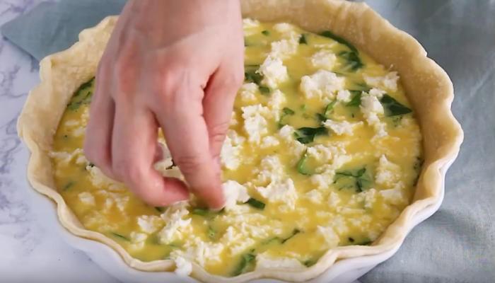 раскладываем смесь сыров