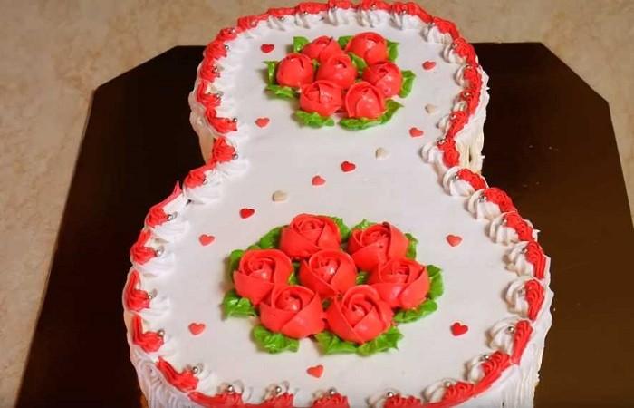Бисквитный торт на 8 марта с клубничным вареньем