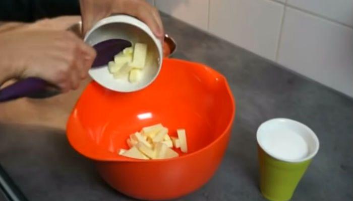 Мягкое масло в миске