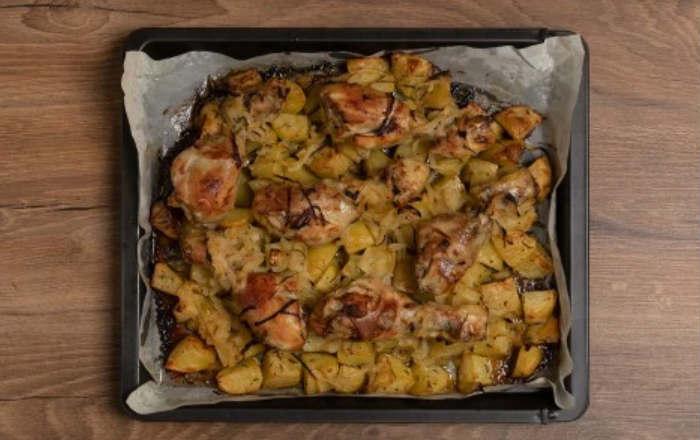 готовая курица с картошкой
