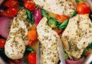 Курица на сковороде с овощами