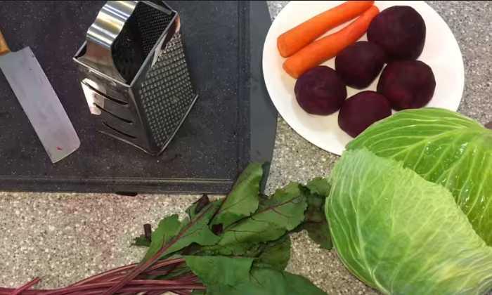 чистим морковь и свёклу