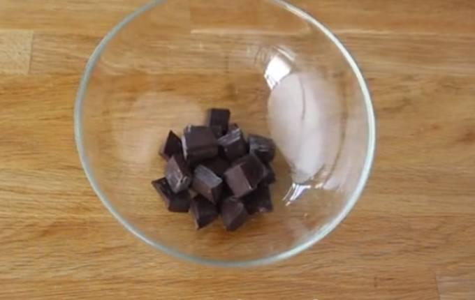 шоколад в миске