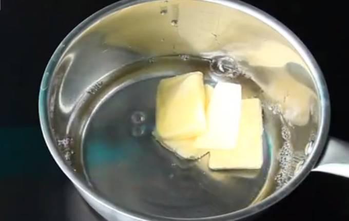 масло в воде в миске
