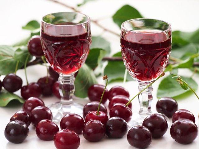 Вино из вишни с косточками, простой рецепт в домашних условиях