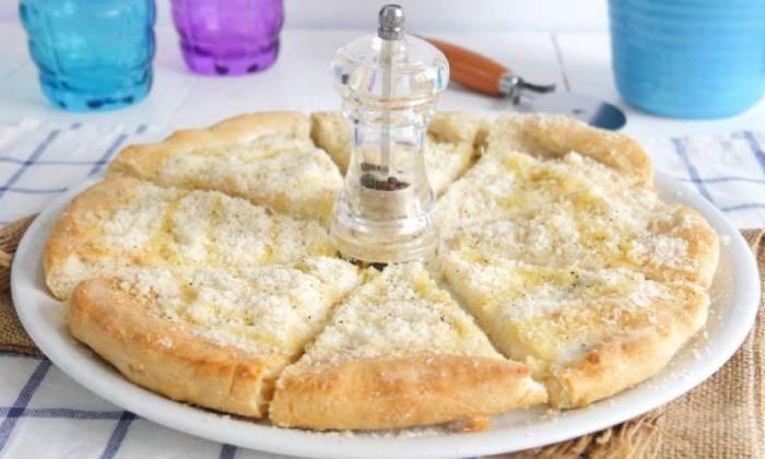 пицца с перцем и сыром