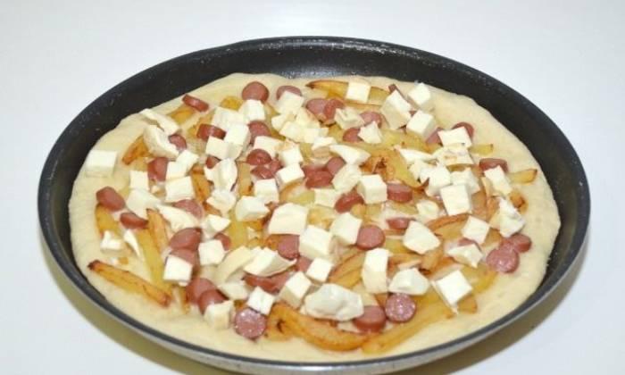 добавляем сыр, колбасу