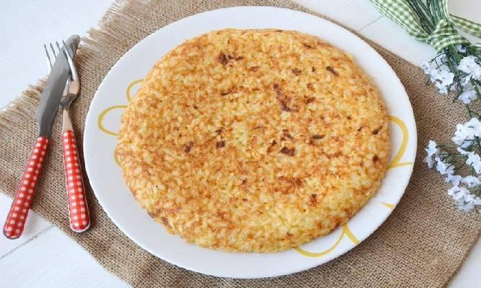 готовый омлет с рисом