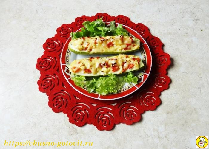 Фаршированные кабачки лодочки в духовке с овощами